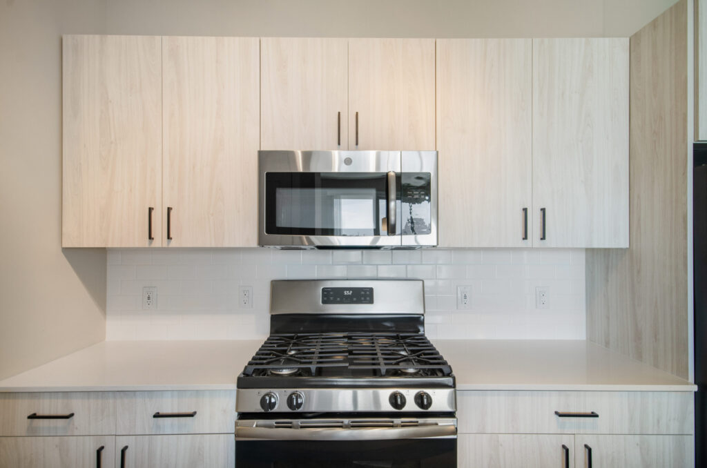 942 square feet 1BR kitchen